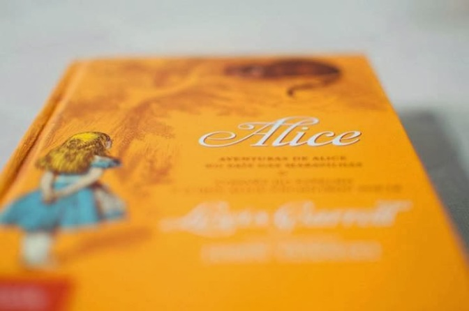 Coloque Alice na sua lista de livros para ler em 2015!