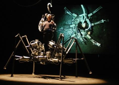 Coisa básica: Stelarc e seu exoesqueleto