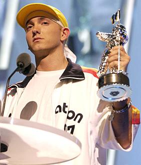 Eminem 2002 MTV Video Music Awards - Show Radio City Music Hall New York City, New York USA August 29, 2002 Photo by Theo Wargo/WireImage.com To license this image (590405), contact WireImage: U.S. +1-212-686-8900 / U.K. +44-207-868-8940 / Australia +61-2-8262-9222 / Germany +49-40-320-05521 / Japan: +81-3-5464-7020 +1 212-686-8901 (fax) info@wireimage.com (e-mail) www.wireimage.com (web site)